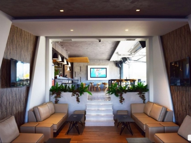 ταπετσαρια τοιχου ξυλο  σε καφετερια 473216
